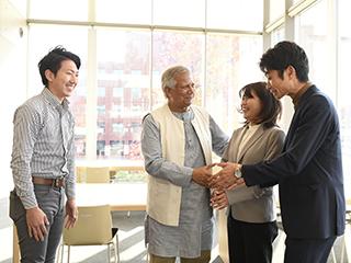ユヌスソーシャルビジネスリサーチセンター/ムハマド・ユヌス博士との交流